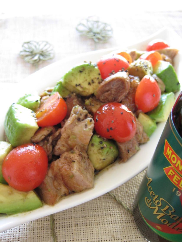 チキンとアボカドのバルサミコサラダ