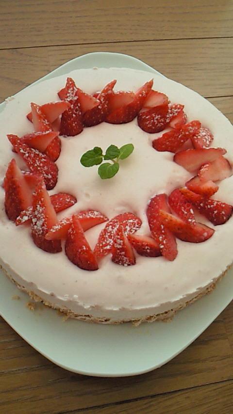 雛祭り★超簡単!いちごのレアチーズケーキ