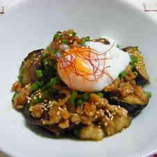 みんなが作ってる】 なす ひき肉 温泉卵のレシピ 【クックパッド