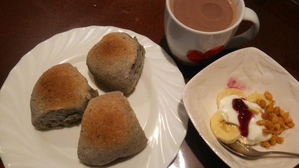 高野豆腐と黒ゴマのちぎりパンの朝食♡
