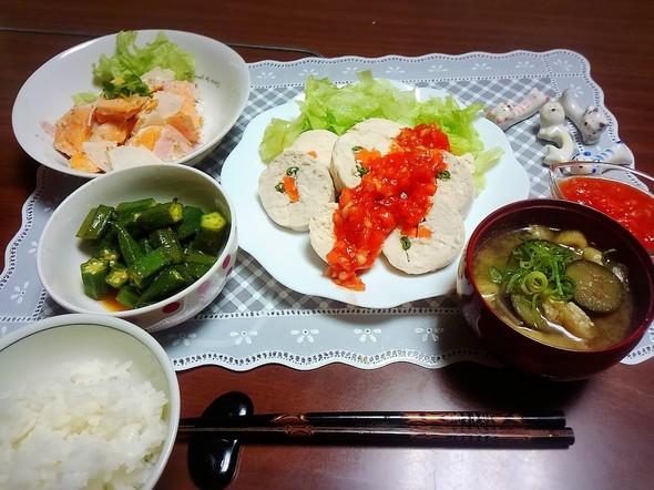 鶏ハムの野菜巻きとサルサソース♪