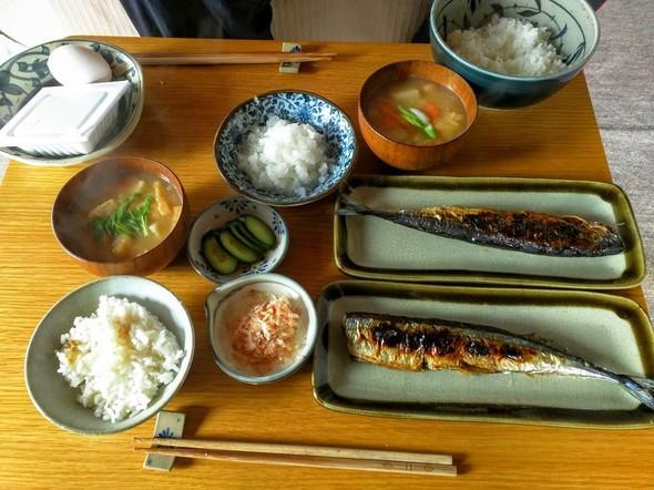 秋刀魚の塩焼きとお味噌汁