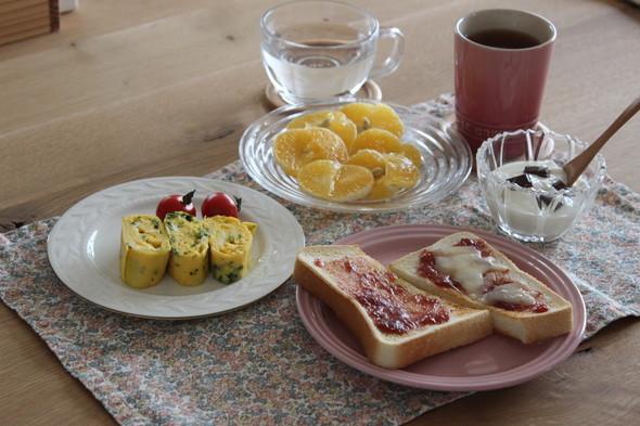苺ジャムのトーストで朝食