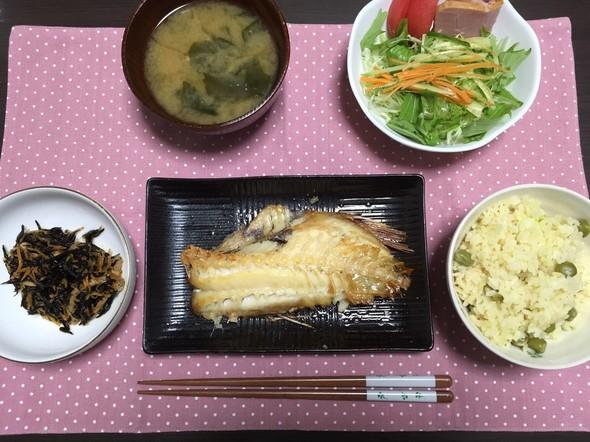 赤魚の塩焼きとひじき(豆ご飯)