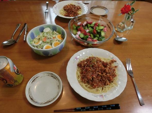 ボロネーゼソースパスタの夕ご飯