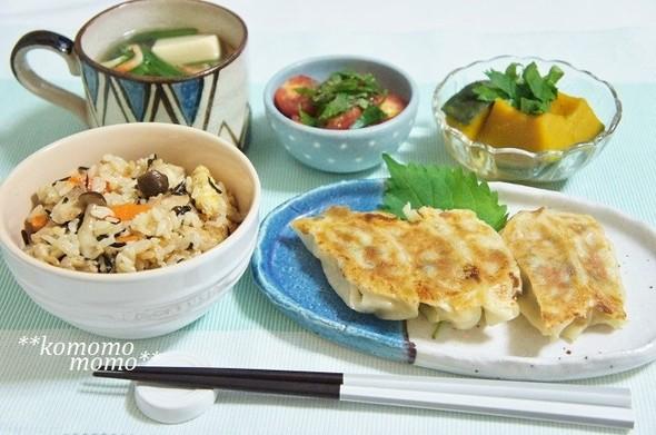 ひじきの炊き込みご飯と餃子の献立