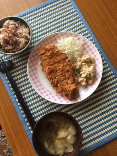 豚カツの夕食