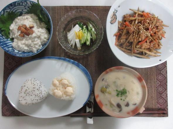 チアシードとマシュマロおにぎりの朝食