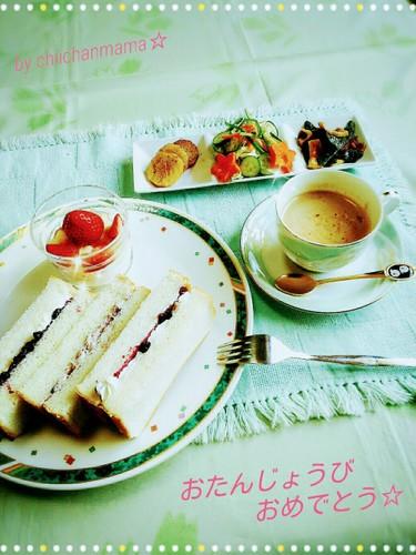 生クリームの優しいデザートサンドで朝食♪