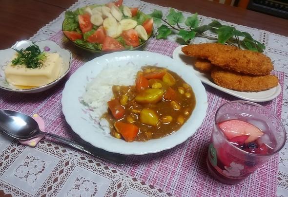 ツナ大豆のカレーとフルーツサワードリンク