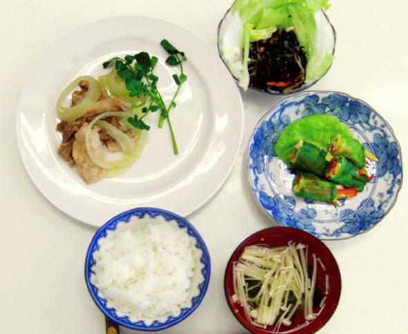 鶏もも肉のワイン蒸しとカラフル野菜の定食