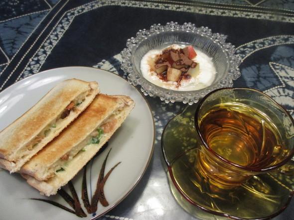2017/4/6焼き鶏サンドで朝食