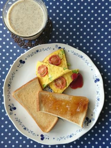 ごま油&マーマレードに塩トーストで朝食♪