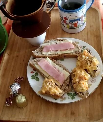 焼きたてパンのある朝ごはん 休日編