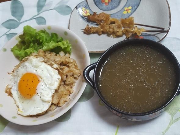鶏皮チャーハン 白湯スープ 鶏皮焼き