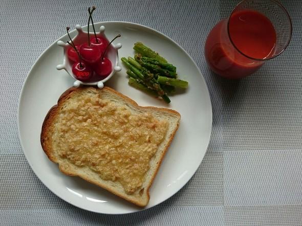 姫路トーストと山形さくらんぼの朝ごはん