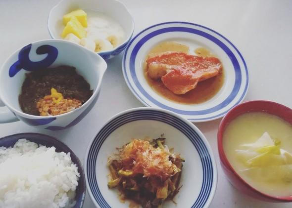 バナナの日 煮魚定食と。