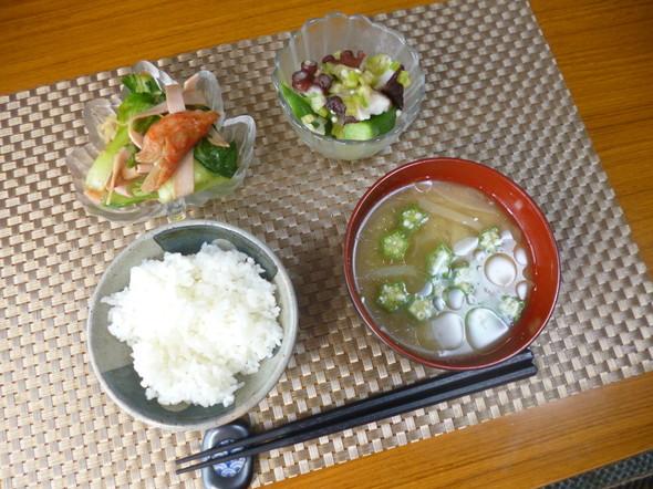 昨日のおかずと味噌汁で朝食(*^^)v