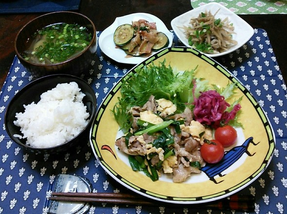 豚バラとニラの玉子炒✖牛蒡と舞茸きんぴら