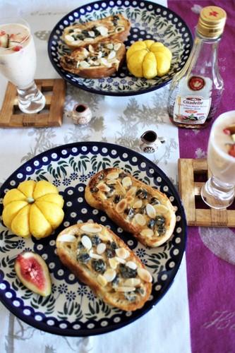 レーズンクリチトーストとかぼちゃパンの朝