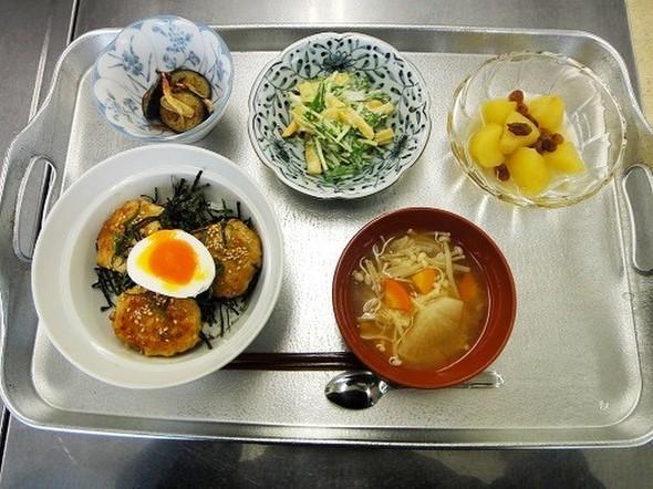 レンコンの鶏つくね丼★半熟卵のせ♪の定食