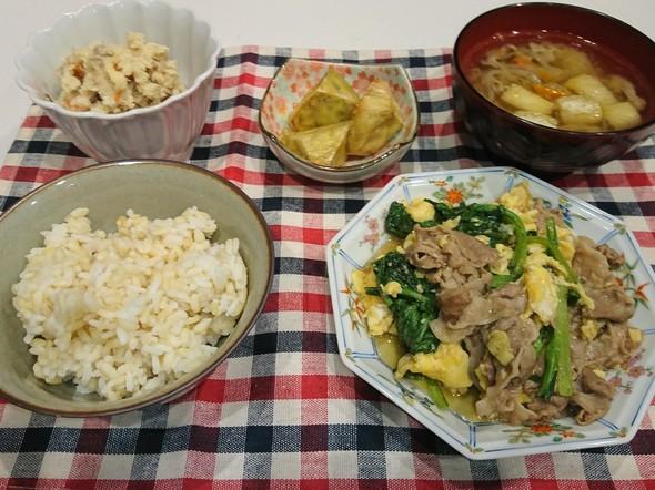 夕食 小松菜・豚肉・卵の炒めもの