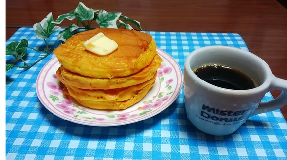 ニンジンパンケーキと緑茶コーヒー