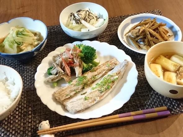 太刀魚の葱バター焼きと鶏ごぼうソテー夕食