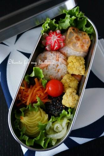 【パパ弁】手作り鮭フレークおにぎりの弁当