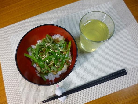 冷蔵庫に食材なく納豆チーズ丼の夕食★