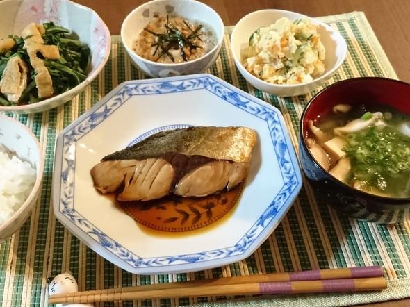*フライパンであめ色ブリの照り焼きで夕食