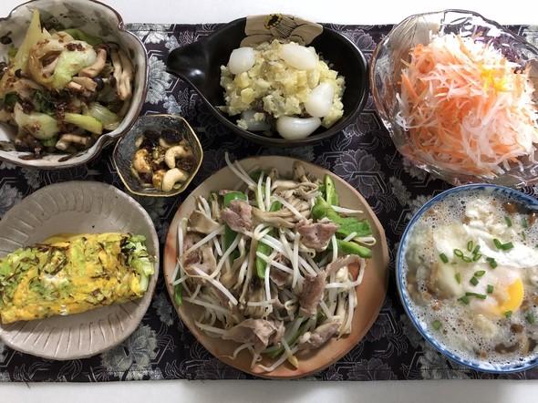 舞茸とソーセージのモヤシ炒め