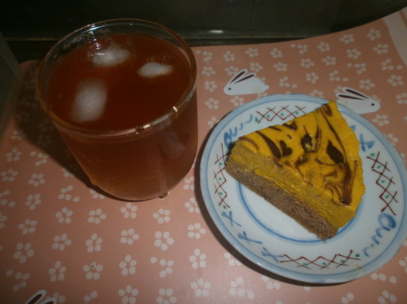 南瓜チョコムースケーキとジンジャーティー