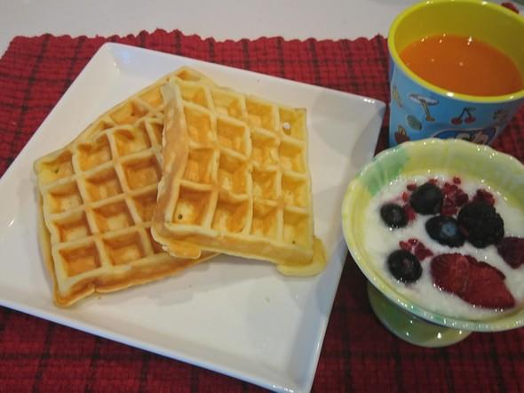 朝食 クリームチーズのワッフル