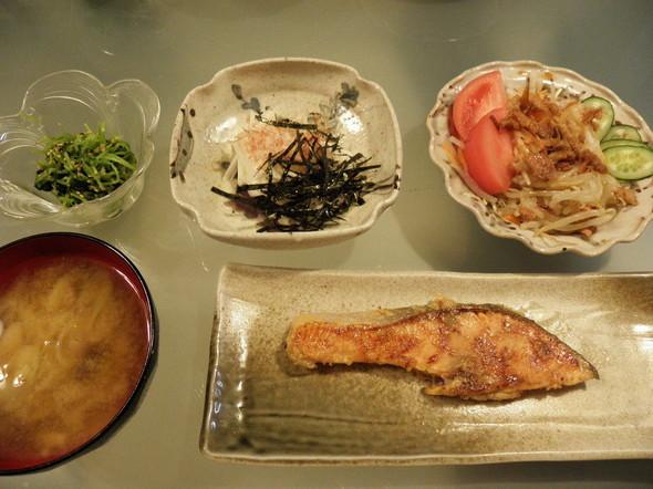 鮭の粕漬け味噌味の夕飯(2/21)
