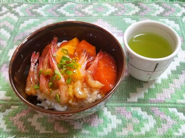 甘海老とサーモンの漬け丼 緑茶