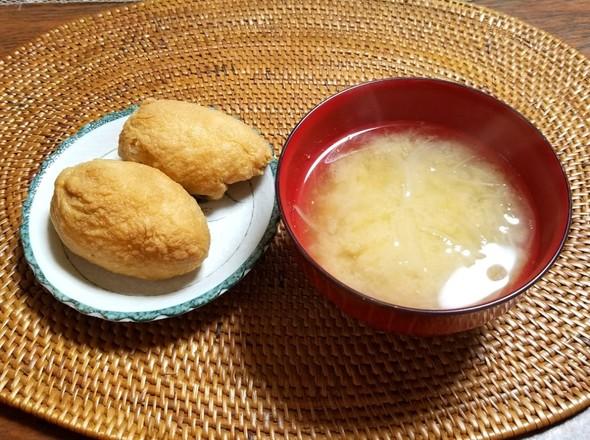 お稲荷さん 玉ねぎとジャガイモの味噌汁