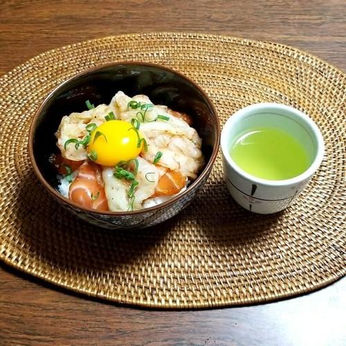ブラックペッパー漬け丼 緑茶