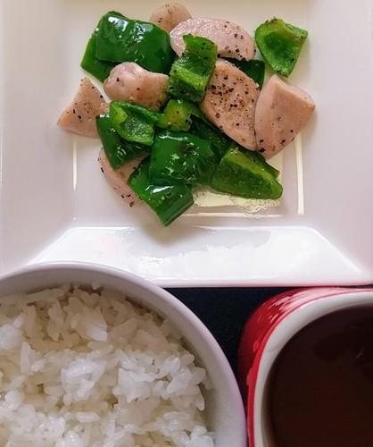 ピーマンと魚肉ソーセージ