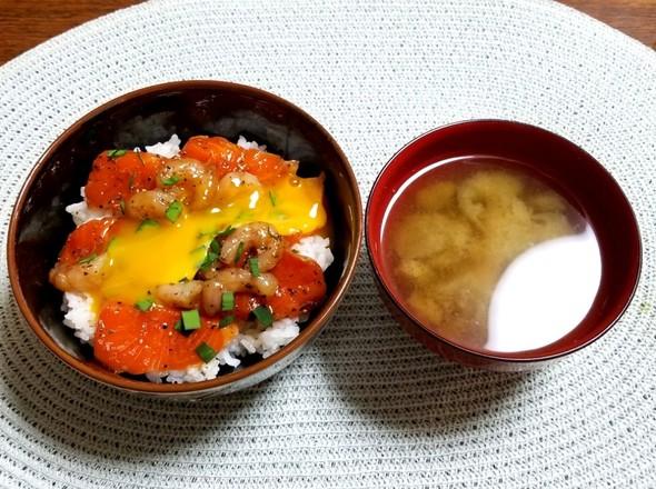 ブラックペッパー漬け丼 味噌汁