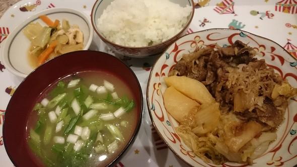 牛肉と白菜のすき煮×葱いっぱいの味噌汁♡