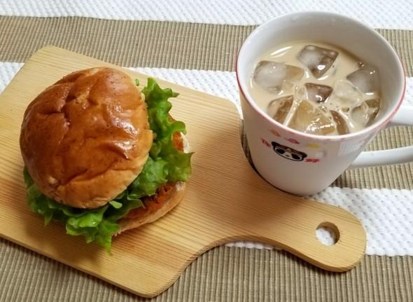 メンチバーガー アイスカフェオレ
