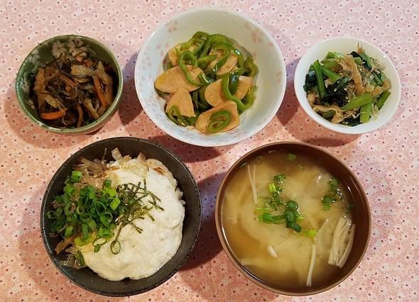 大和芋とろろご飯&切り昆布の煮物で朝ご飯