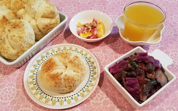 鯖缶でラタトゥイユ&胡桃カイザーゼンメル