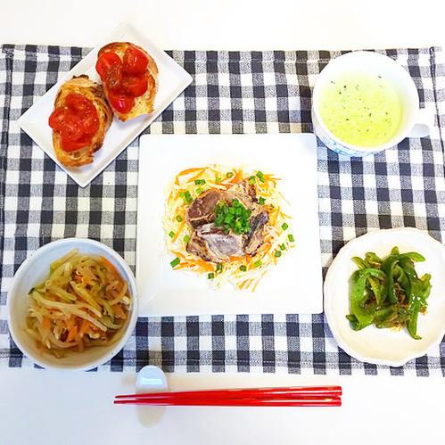鰹のたたきと野菜のサラダで晩ごはん