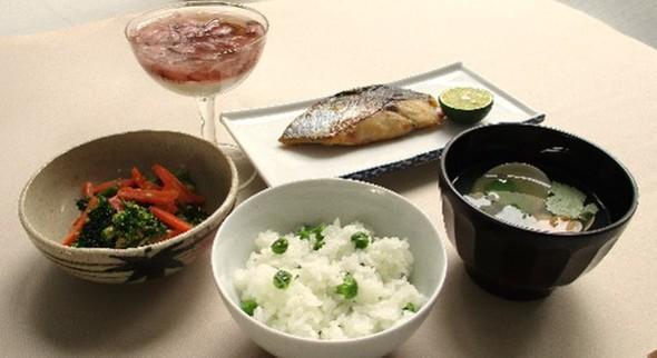 グリーンピースご飯とさわらの西京焼き定食