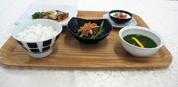 イサキのポワレ&夏野菜のグリーンスープ