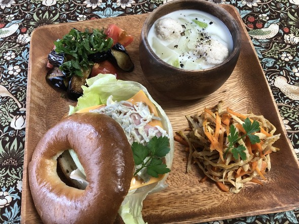 春キャベツと鶏団子の塩麹豆乳スープ