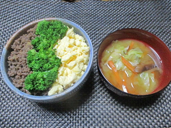 2018/11/3カレー風味3色丼で朝食