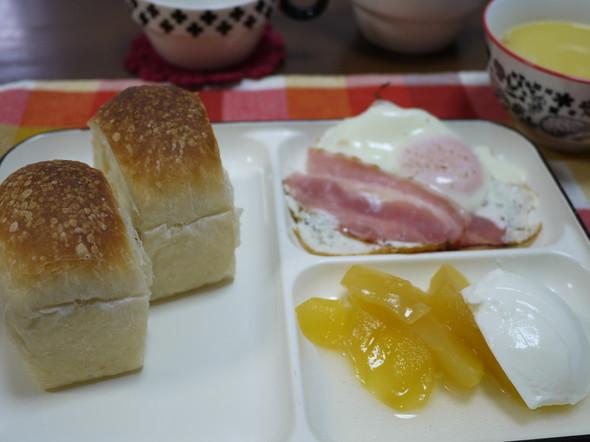 焼き立てミニ食パンでのんびり朝食♪